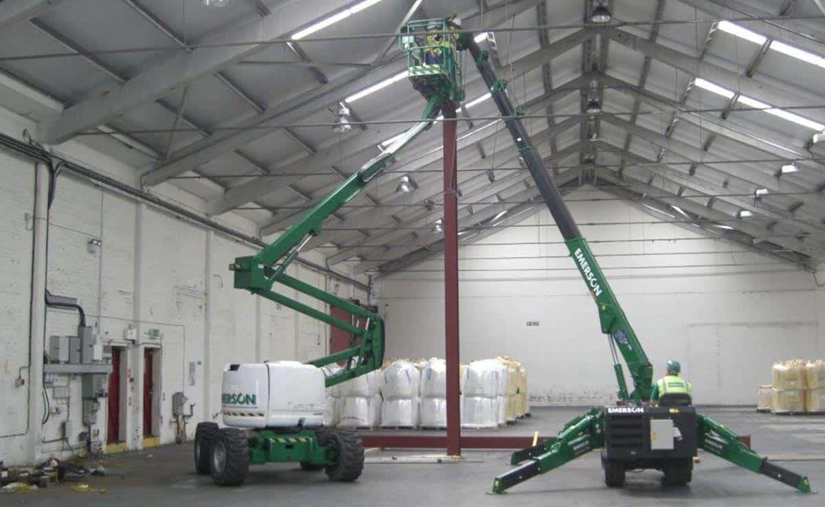 warehouse erecting steel columns