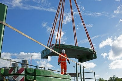 Contract Lift - Slinger / Signaller helping move ballast for 300T Liebherr crane