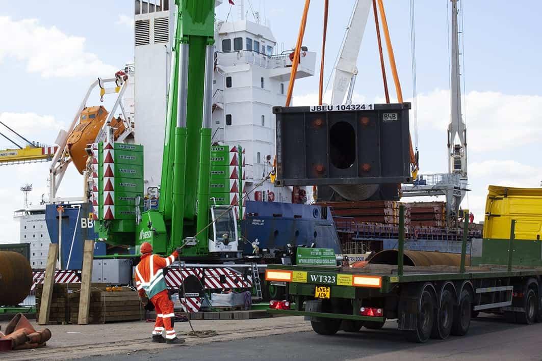 Contract Lift - Slinger / Signaller or banksman assisting moving load