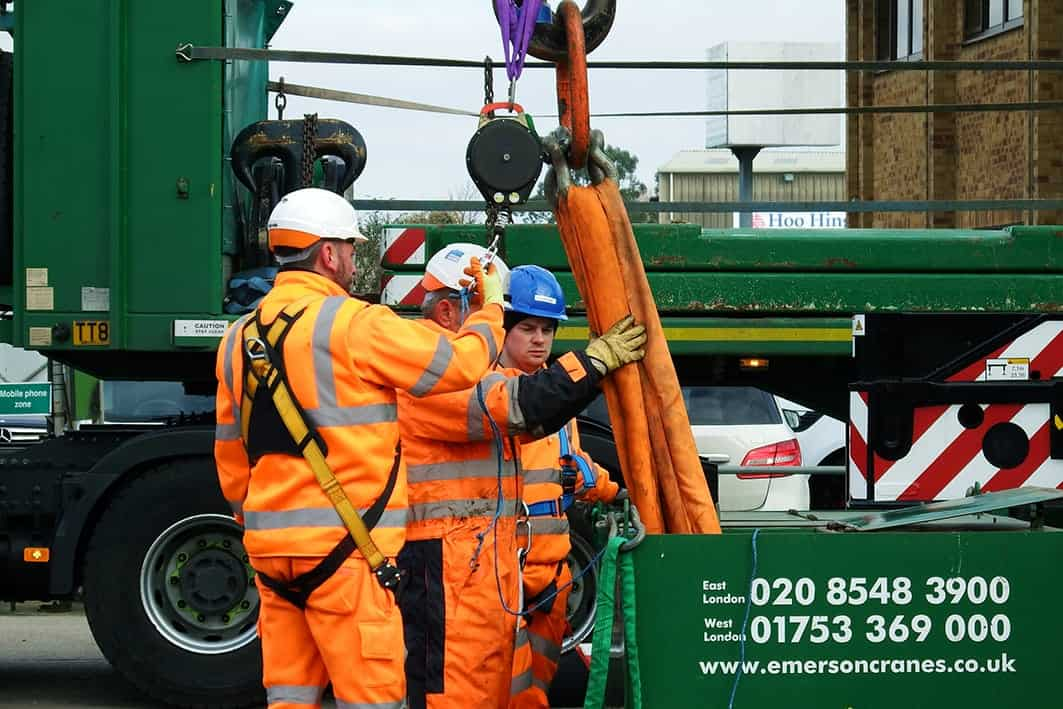 Contract Lift - Crane personnel preparing for lift